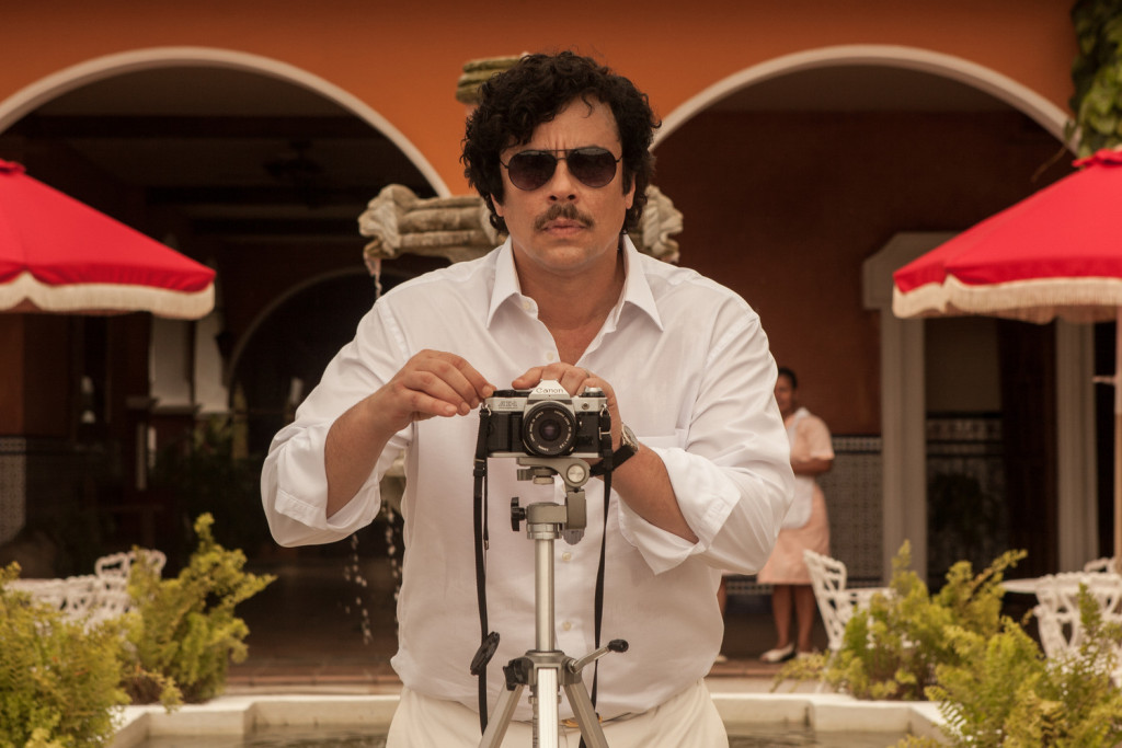 Benicio-Del-Toro-as-Pablo-Escobar-in-Paradise-Lost